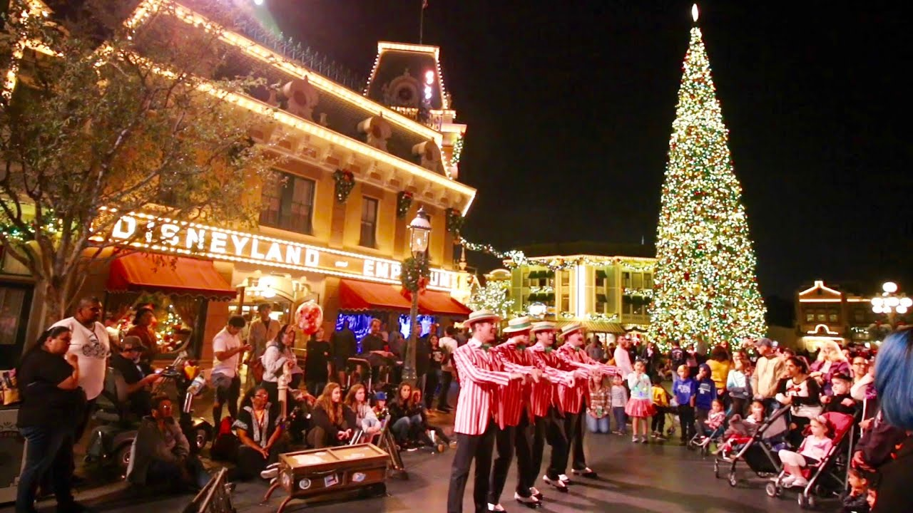 Disneyland During Christmas Time.Disneyland Christmas Time 2018 Has Begun Dca Festival Of Holidays Seasonal Parade Attractions