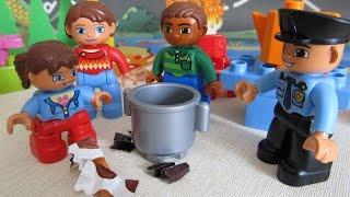 Лего мультик для детей на русском языке. Отдых на пляже и встреча с полицейским. Лего Дупло.