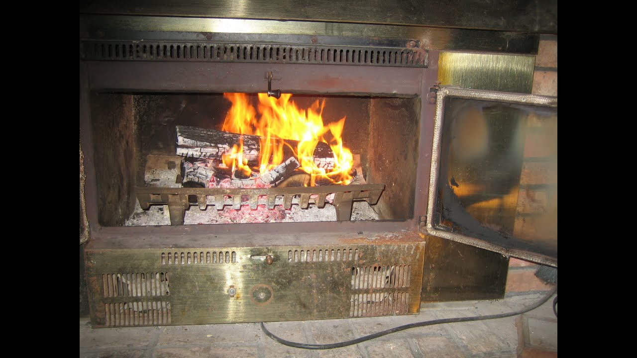 build a fire start a fireplace fire youtube. Black Bedroom Furniture Sets. Home Design Ideas