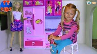 КУХНЯ ДЛЯ КУКЛЫ БАРБИ Распаковка от Ярославы Игрушки для детей Kitchen for Barbie Doll Unboxing(В этом видео Ярослава откроет Кухню для Куклы Барби, которой так не хватало в Кукольном Доме! Игрушки для..., 2016-10-09T10:47:15.000Z)