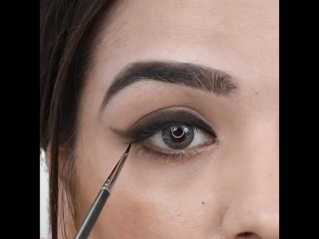 How to do natural smokey eyes by smudged Eyeliner for hooded eyes   Medium Skin-tone