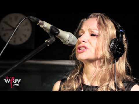 "Joan Osborne - ""Game of Love"" (Live at WFUV)"