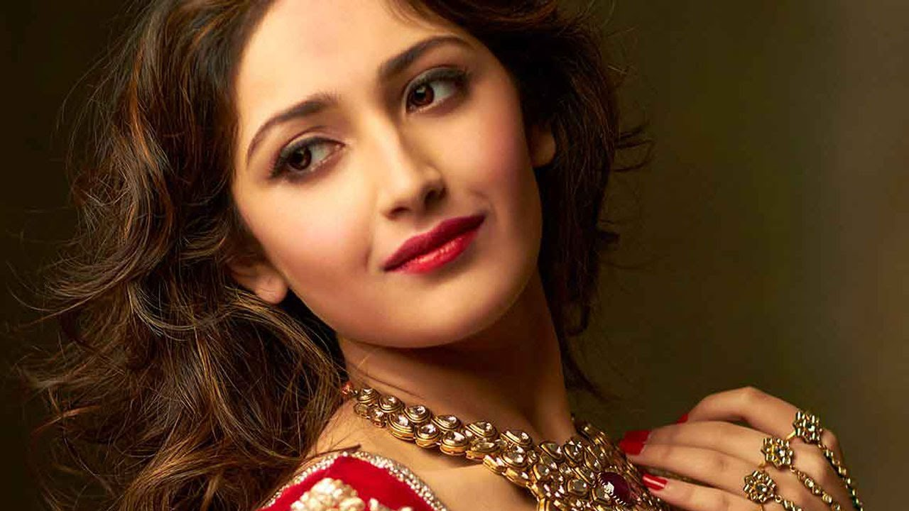 sayesha saigal hot pictures