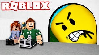 BE CAREFUL THEY EAT US!! | Roblox Don't Get Eaten Obby English