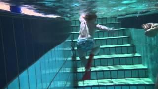 движения ногами у плавающего ребёнка(Видео для сайта Тренеров по Плаванию http://swim7.narod.ru., 2015-04-22T06:24:21.000Z)