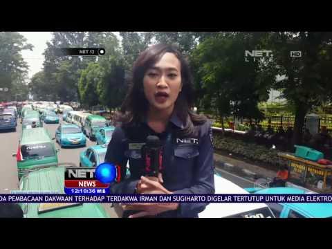 Live Report Aksi Demo Angkot di Bandung - NET12