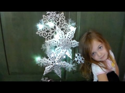 Craft DIY :Snowflake Lighted Door Decor / Dollar Store / Cup n Cakes Gourmet