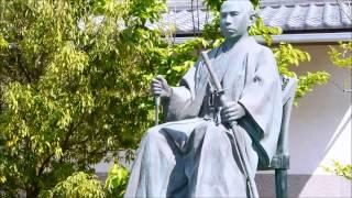 福井市立郷土歴史博物館前に立てられている松平春嶽像。第16代越前福井...