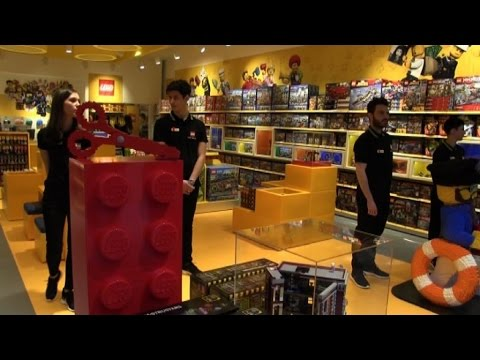 Il Primo Lego Store Ditalia Ad Arese Limpero Del Mattoncino Youtube