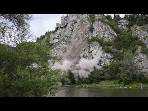 Uvoľnenie skalného bloku Strečno 18.7.2017 /  Falling rocks Strečno Slovakia