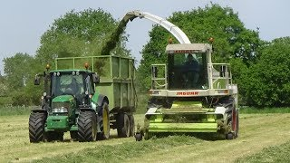 Lifting Grass with Claas Jaguar 820 + John Deeres & TechnoMoffat driving Forager - Silage 2018