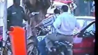 Repeat youtube video Police kill gangster live tv
