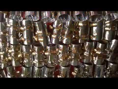 Reciclaje econ mica decoraci n puerta navidad youtube for Puertas decoradas navidad material reciclable