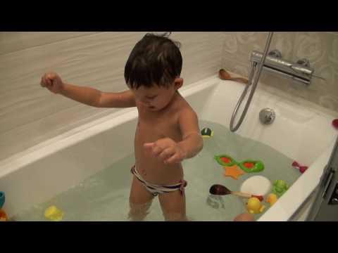 Купание ребенка - дурачимся в ванной - Капитошка! - Bathing A Child And Having Fun