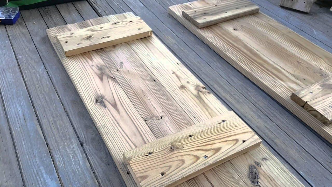 Como hacer obturadores para ventanas con madera vieja for Como reciclar puertas de madera
