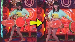 Japanese Girl Switches Cushions In Front Of Her Bottomless Body -【失敗】アキラ100パーセントを女がやってみた
