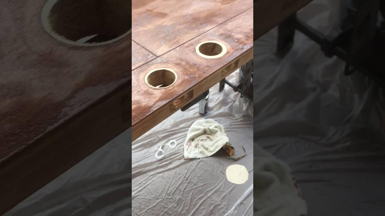Como se remueve el barniz en una puerta ya barnizada for Como lacar una puerta barnizada