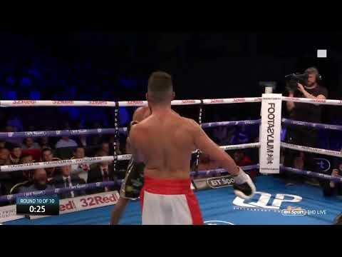 Боксер начал дразнить соперника в конце финального раунда и был нокаутирован .