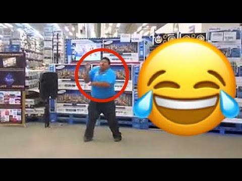 Edgar Ramos bailando el serrucho en supermercado