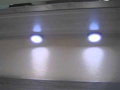 Sistema de luces debajo muebles altos e interruptor de for Luz bajo mueble cocina