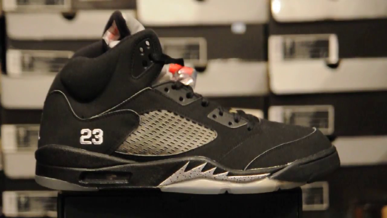 91c0a741e513e9 2007 Air Jordan 5 (V) Retro   Metallic Silver   (136027 004 ) - YouTube
