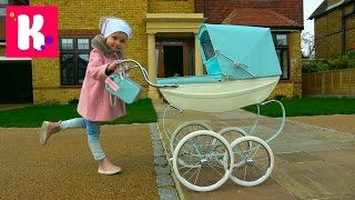 Королевская коляска для куклы Baby Born  Катя купила коляску для Беби борн Эмили Silver Cross pram(Все Видео Канала Miss Katy: https://www.youtube.com/channel/UCcartHVtvAUzfajflyeT_Gg/videos Спасибо, что смотрите мое видео! Ставьте лайки!..., 2017-03-07T06:00:05.000Z)