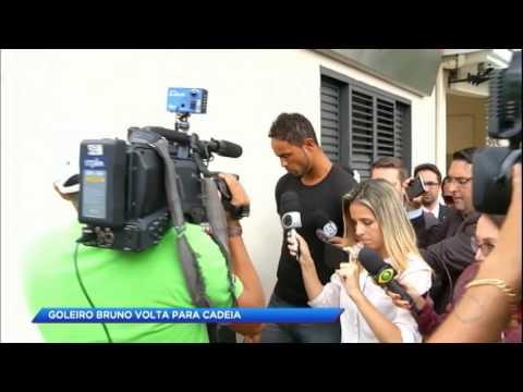 Goleiro Bruno se entrega e volta para a cadeia em MG
