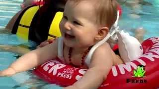 """bestel direct bij www.swimtrainer.com(De SWIMTRAINER """"Classic"""" is een veilige, leerzame en gebruiksvriendelijke speciale opblaasbare zwemband en laat baby's al vanaf 3 maanden op een ..., 2011-01-03T04:46:07.000Z)"""