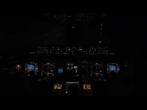 [HD] Boeing 777-200 Austrian Airlines Take-Off at night (LOWW/VIE)