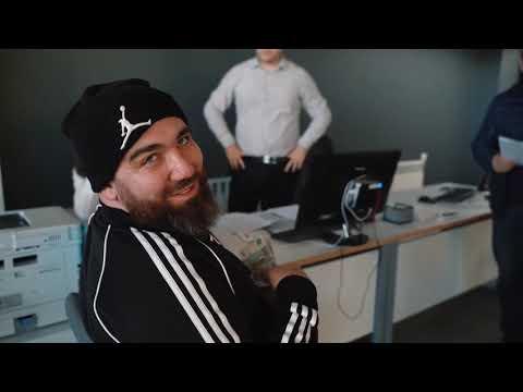 Главный хейтер АВТОВАЗ дает рекламу любимой компании