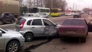 Большое ДТП в Липецке(через YouTube Объектив., 2016-04-13T11:13:53.000Z)