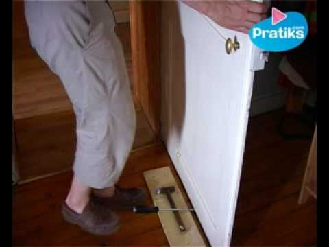 bricolage comment d gonder une porte youtube. Black Bedroom Furniture Sets. Home Design Ideas