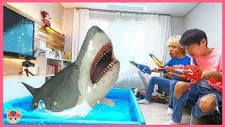 상어가족 낚시 장난감 놀이 하는데 진짜 상어 나타났어요! 국민이 특공X웨폰 놀이 Baby Shark Pretend Play With Kids Toys Nursery Rhymes