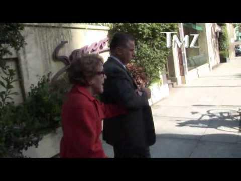 NANCY REAGAN PRAISES PRESIDENT OBAMA 3/1/11 - YouTube