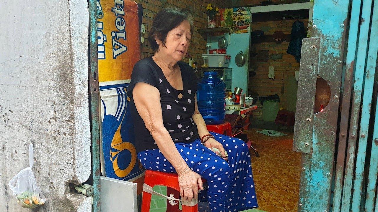 Con gái quay lưng bỏ rơi mẹ già 64 tuổi mù 2 mắt và liệt 2 ...