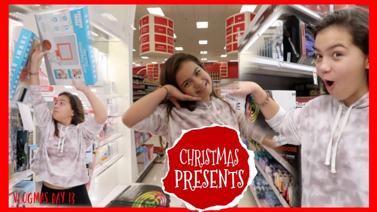 buying-christmas-presents-for-friends-and-family-vlogmas-day-13