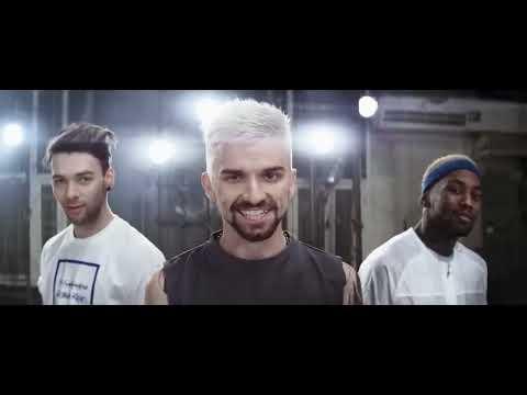 Скачать Мокрая девочка танцует - Quest Pistols and Monatik