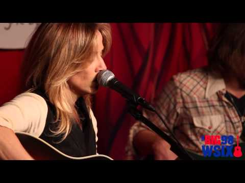 "sheryl-crow---""easy""---acoustic-live-@-direct-auto-insurance-garage"