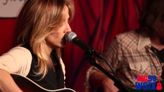 "Sheryl Crow - ""Easy"" - Acoustic Live @ Direct Auto Insurance Garage"