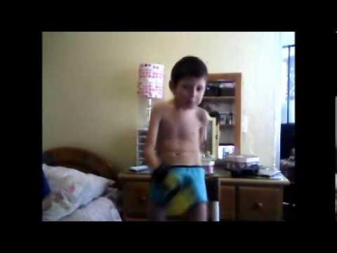 Niño Bailando en boxer Para reirse - YouTube: http://www.youtube.com/watch?v=wsqz1cLk_Vw