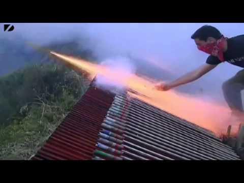 Feuerwerk-Krieg mit 50.000 Raketen