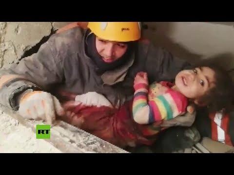 Una niña de 2 años es rescatada de los escombros tras el terremoto en Turquía