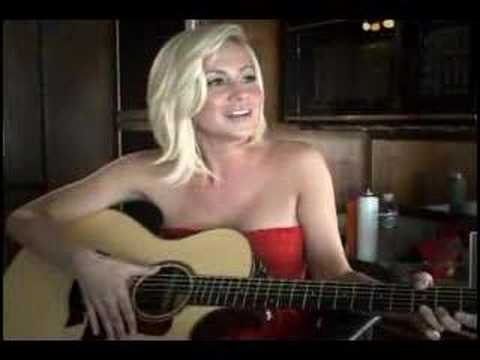 Kellie Pickler Guitar Debut!