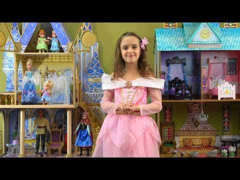 Princess Story: Frozen Anna and Elsa Visit Cinderella and Play with Princess Clip Clop Stables