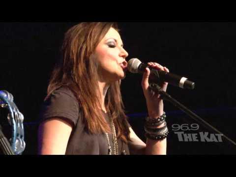 Martina McBride - I'm Gonna Love You Through It (Kat Country Jam)