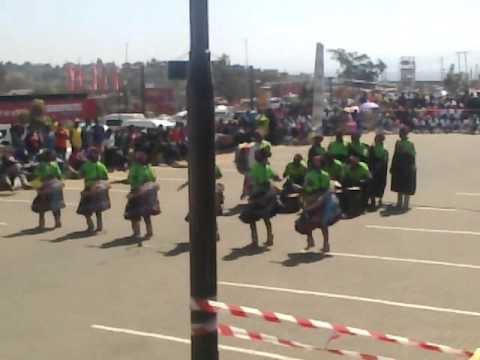 Nyanyuka mangulwani traditional dance group