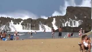 Vagues dans une plage ferme Porto Rico