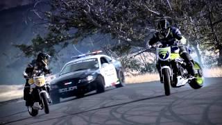 Moto correndo da policia