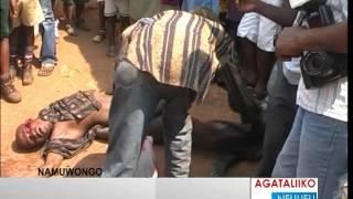 Download Video Omufere bamusibye ebipiira okumwokya MP3 3GP MP4