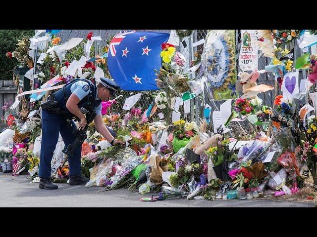 <span class='as_h2'><a href='https://webtv.eklogika.gr/nea-zilandia-h-chora-tima-toys-nekroys-toy-makeleioy-mia-evdomada-meta' target='_blank' title='Νέα Ζηλανδία: H χώρα τιμά τους νεκρούς του μακελειού μία εβδομάδα μετά…'>Νέα Ζηλανδία: H χώρα τιμά τους νεκρούς του μακελειού μία εβδομάδα μετά…</a></span>